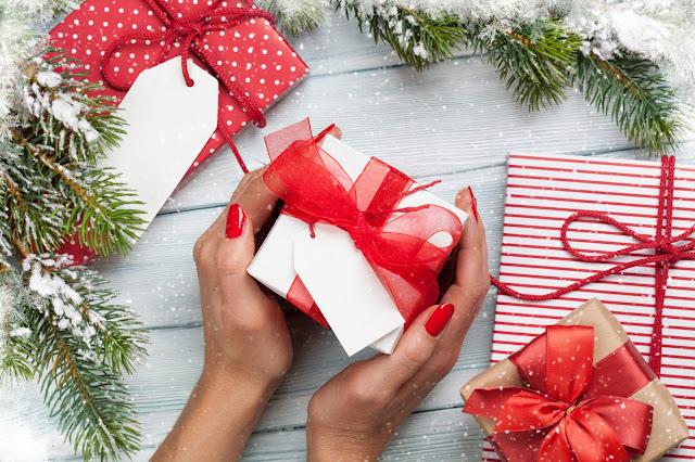 Pomysły na prezenty świąteczne dla niej i dla niego