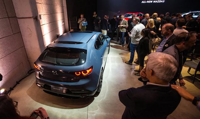 マツダ 新型アクセラ(Mazda3)のオプション装備車両