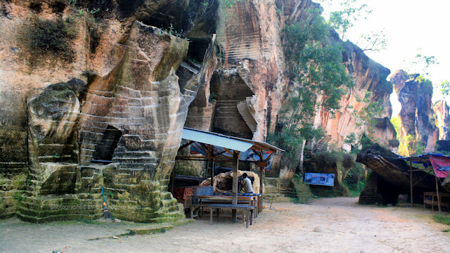 Pintu masuk kawasan wisata bukit kapur Arosbaya di Bangkalan.