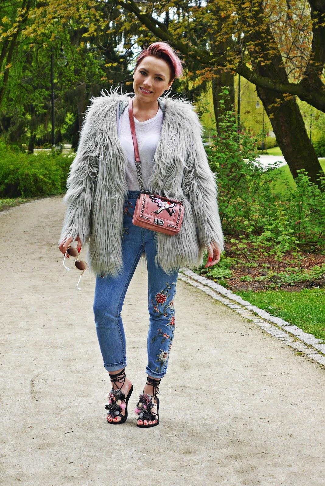 pompon_sandals_dresslily_ootd_look_karyn_blog_gray_fur_mama_jeans_020517c