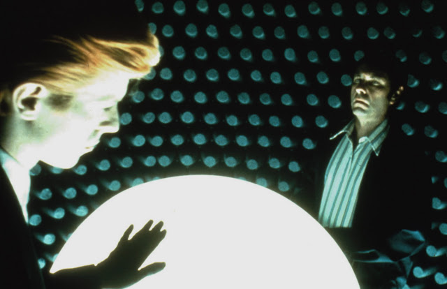 "The Man Who Fell To Earth David Bowie & Rip Torn discuss ""The Weapon"""