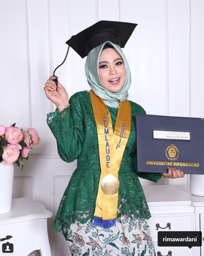 Model Jilbab Wisuda Terbaru 2019 Jilbab Gucci