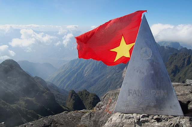 Conquer Fansipan peak properly. Do you want to challenge yourself?