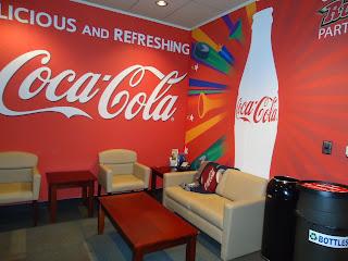 Lukis dinding brand merk coca cola