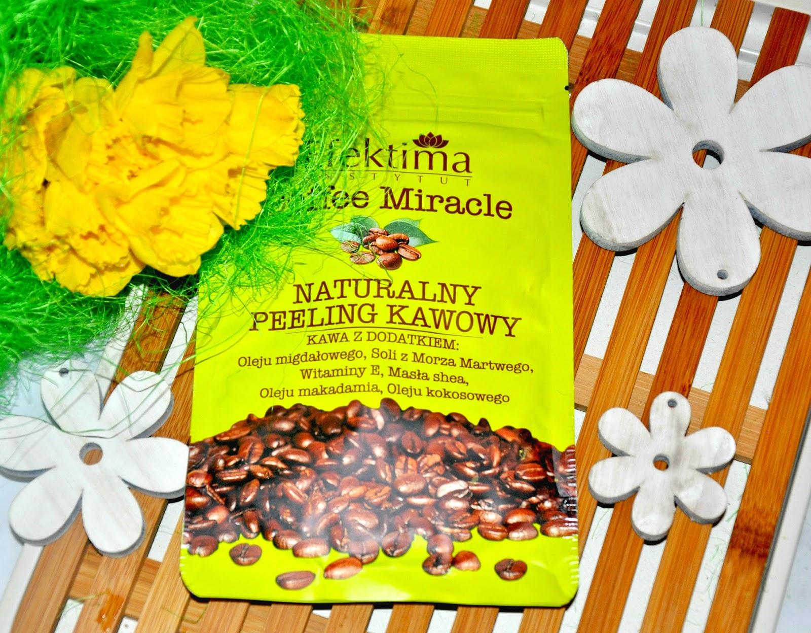 COFFEE MIRACLE Naturalny peeling kawowy - Gotowy do zabiegów peeling do ciała stworzony z myślą o działaniu wyszczuplającym, wygładzającym oraz wspomagającym walkę z uporczywym cellulitem. Pozwala na profesjonalną pielęgnację, bez konieczności wychodzenia z domu. Odpowiednie połączenie specjalnie przygotowanej i wyselekcjonowanej do zabiegów kosmetycznych kawy oraz olejków i składników pielęgnujących wpływa na jakość produktu, zaspokajając potrzeby wymagających kobiet. Peeling doskonale złuszcza martwy naskórek i poprawia krążenie. Kawa z dodatkiem: Oleju migdałowego, Soli z Morza Martwego, Witaminy E, Masła shea, Oleju makadamia, Oleju kokosowego