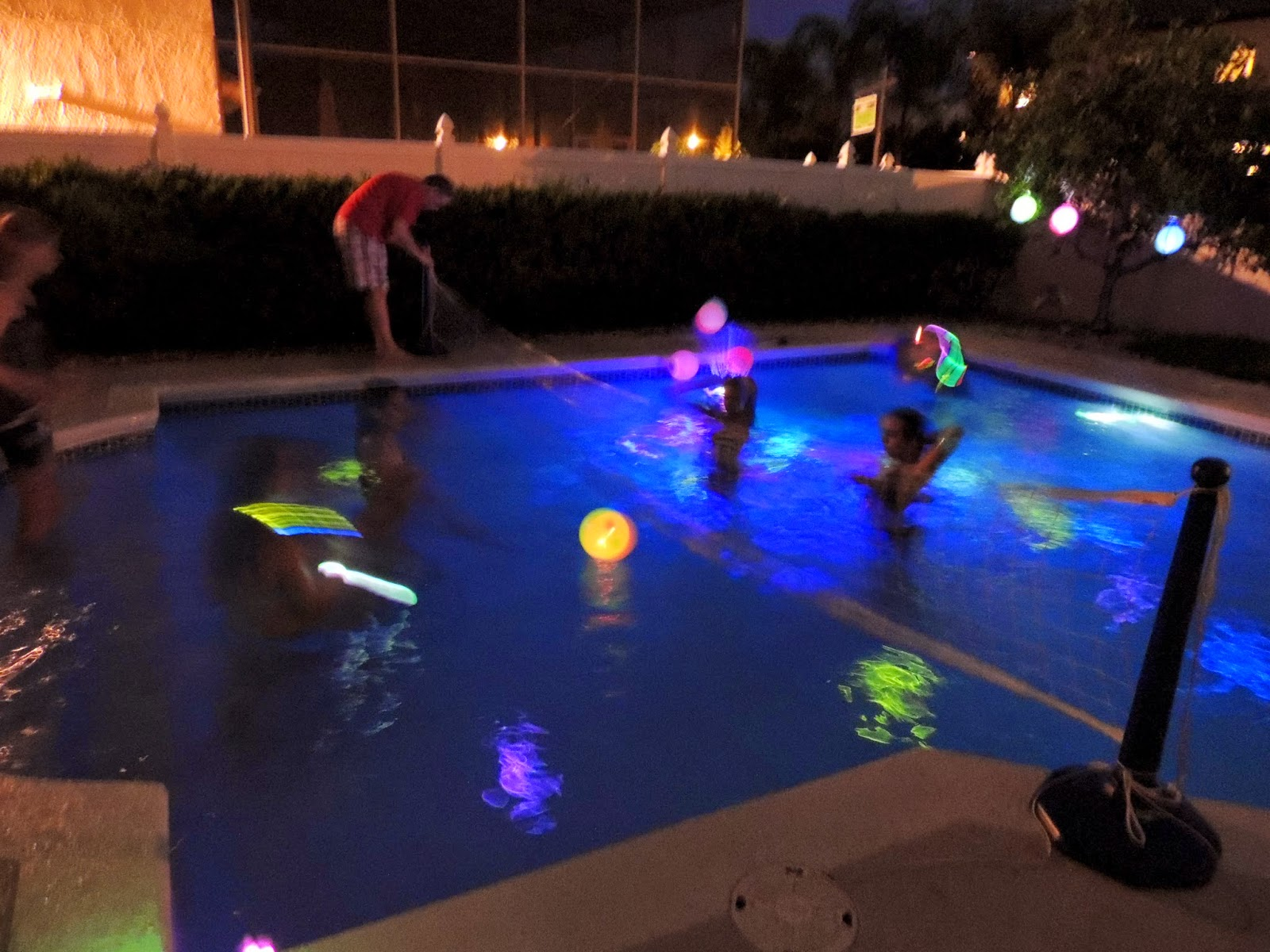 Glow in the dark pool party party planning ideas - Glow in the dark swimming pool toys ...