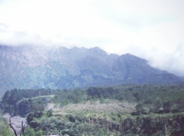 cerpen 7 orang inggris dan Indonesia