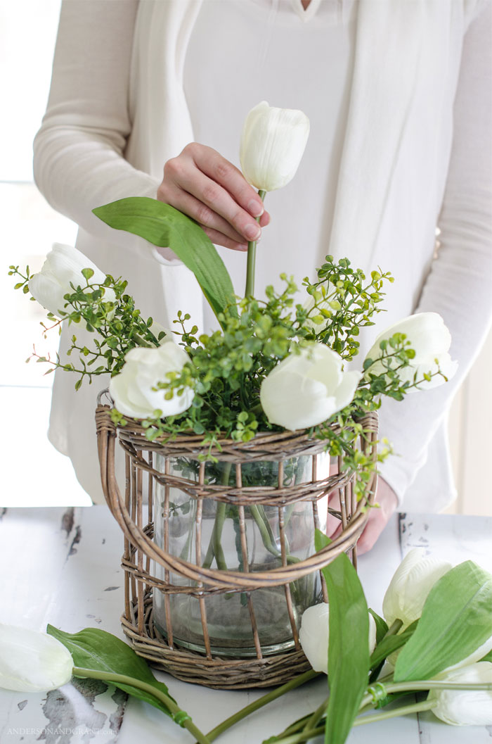 The secrets behind creating a realistic flower arrangement using fake flowers.  Tutorial at www.andersonandgrant.com #DIY #flowerarranging #flowers