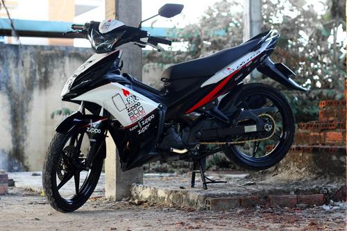 Sơn tem đấu xe Exciter 2012 màu trắng - đen Zippo
