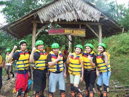 Body Rafting Guha Bau di Green Canyon Pangandaran