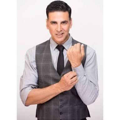 Akshay kumar New king of 100cr club , leave many suparstar behind