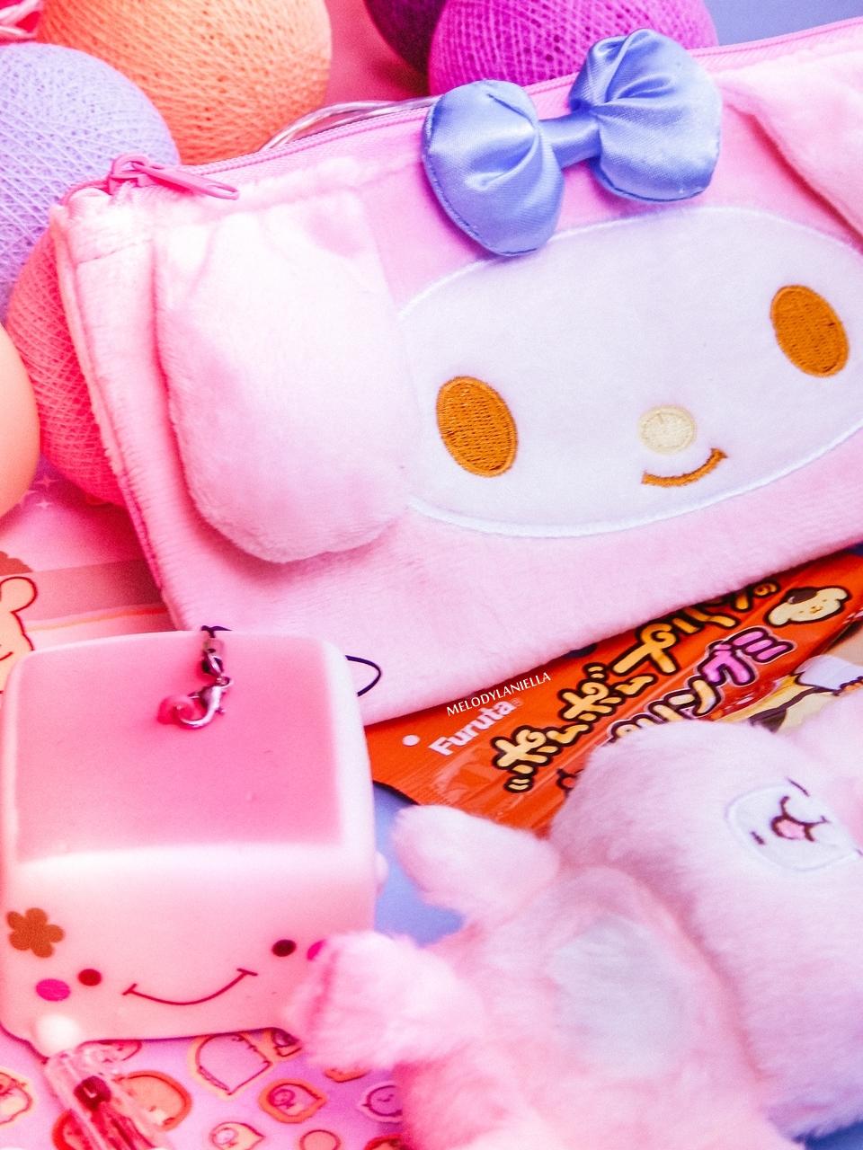 4 kawaii box august sierpień rewiev recenzja giveaway konkurs rozdanie gadżety z japonii kolorowe dodatki słodycze z japonii fajne długopisy, butelka na wodę my melody melodylaniella pudding tofu brelok