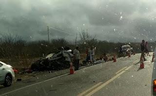 Acidente entre ônibus e carro deixa mortos na BR-230, em Soledade na PB