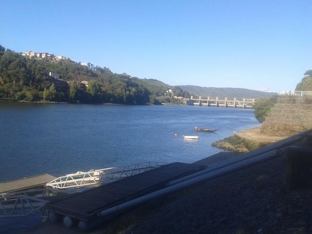 Barcos Rio Douro e Barragem de Crestuma Lever