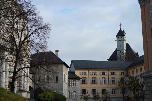 chambéry savoie vieille ville château ducs cour