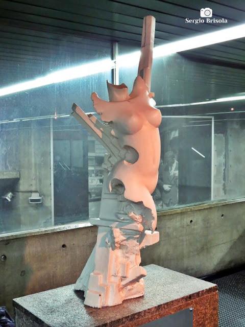 Close-up da Escultura Estudo de Mulher Nº 1 - Estação Metrô Santa Cecilia - São Paulo