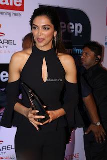 Red Carpet of Most Stylish Awards 2017 ~ Deepika Padukone (1).JPG