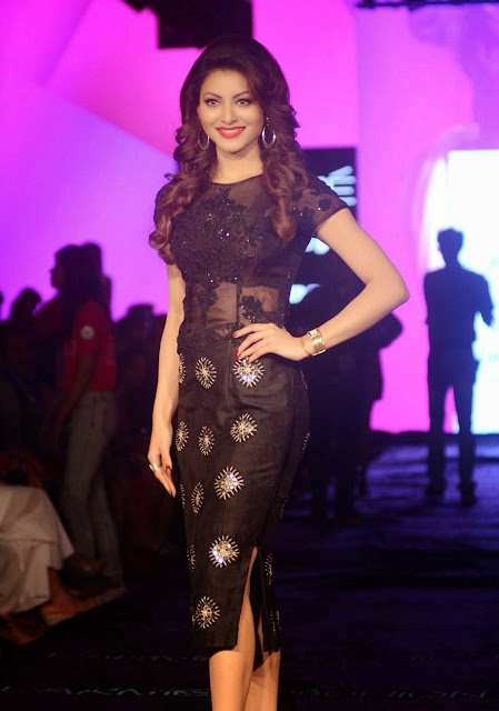 Gorgeous Urvashi Rautela in a black dress at Lakme Fashion Week 2017.