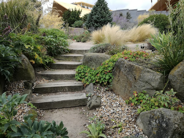 schody w ogrodzie, kamień w ogrodzie