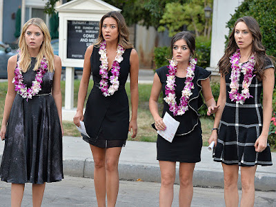 Ashley Benson (Hanna), Shay Mitchel (Emily), Lucy Hale (Aria) y Troian Bellisario (Spencer)