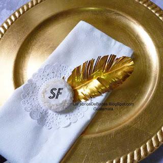 Venta de  recuerdos personalizados para Boda con monograma de iniciales con brillo mazapanes y alfajores decorados  en Guatemala