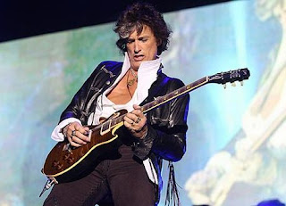 Aerosmith guitarist Joe Perry collapses while performing on stage
