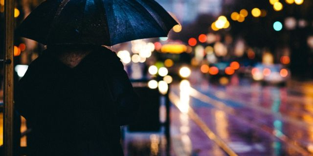 Calle y lluvia