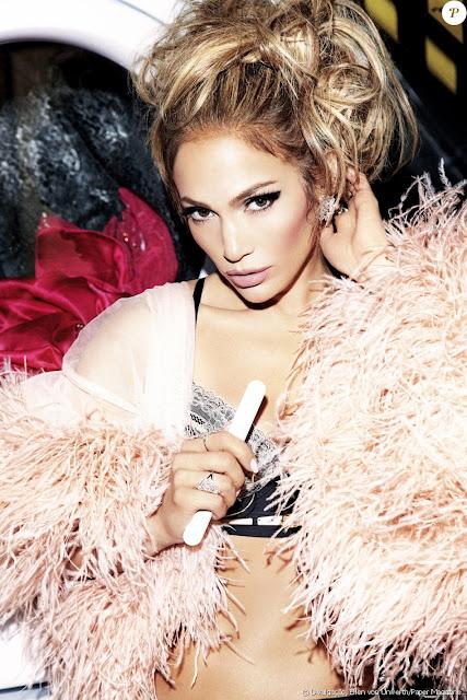 Jennifer Lopez posa de lingerie para revista e fala de alimentação: 'Amo comer'