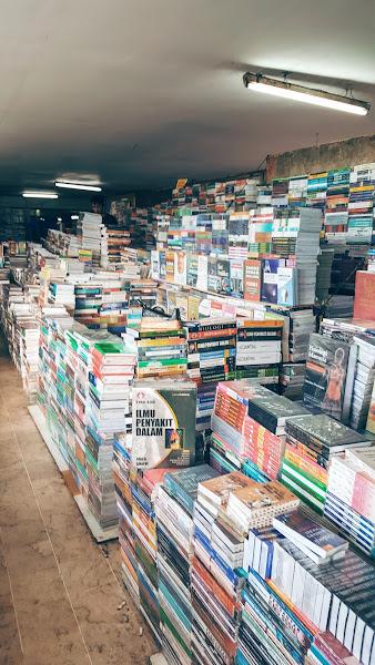 Buku-buku di Pasar Senen