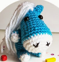 http://happymonkei.blogspot.com.es/2014/04/patron-mini-caballo-amigurumi.html