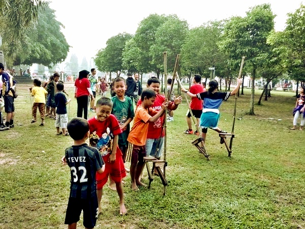 Gelorakan Permainan Tradisional Anak Anak Antusias Dolanan Di Cfd Alun Alun Infoblora Com