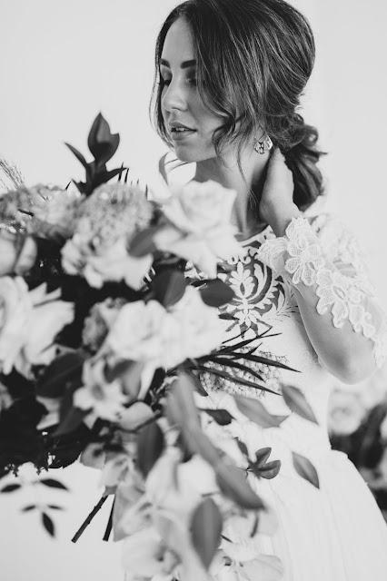WEDDING VENUE WATERFRONT TWEED HEADS FLORALS WEDDING GOWN AUSTRALIAN DESIGNER IVY ROAD PHOTOGRAPHY