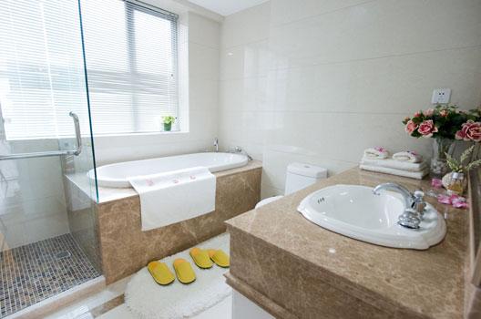 Banheiro-com-banheira-de-embutir-6