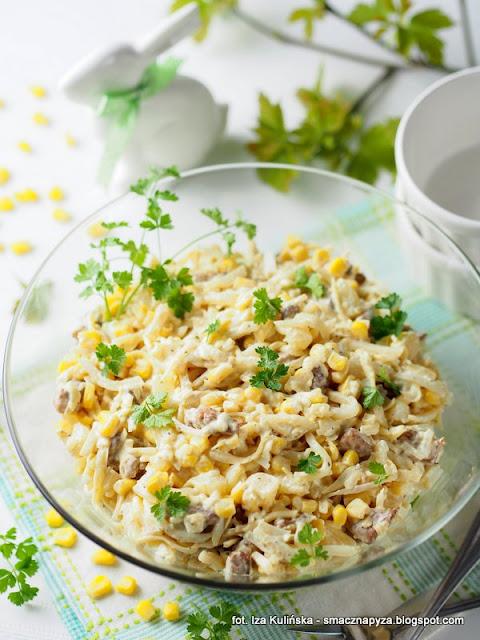 salatki, salatka warzywno owocowa, z serem, salatka z kurczakiem, kurczak, ananas, seler konserwowy, wielkanoc, ulubiona salatka, cos pysznego, wielkanocny stol, wielkanocne menu, jaka salatka na wielkanoc, menu swiateczne, swieta, jak zrobic salatke