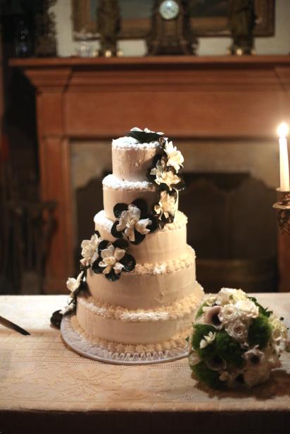 Trendy in Texas, Mississippi Wedding Cake, Magnolia leaves, Magnolia Flowers Wedding Cake, Magnolia Leaves Wedding Cake, Wedding Cake, Cake