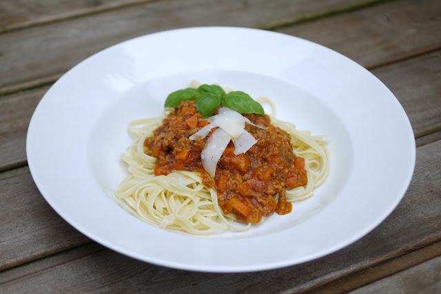 Kürbis-Hackfleisch-Bolognese | Rezept | Kochen | Nudeln | Essen