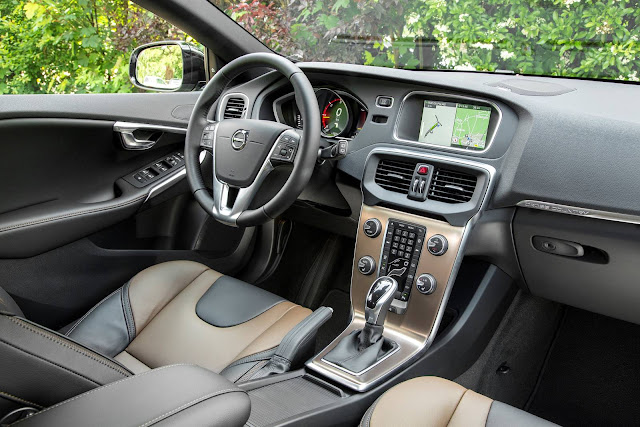 Volvo V40 2017 Cross-Country - interior