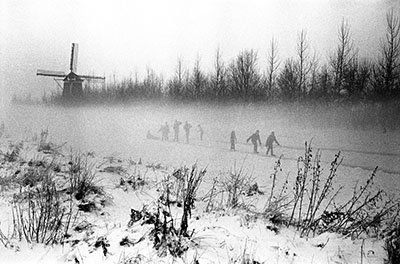 http://yama-bato.tumblr.com/post/154714992076/leonard-freed-netherlands-1964-winter-in