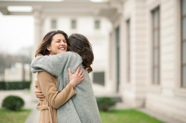 Las mujeres prefieren estar más con su mejor amiga que con su pareja