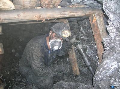 Picador con martillo neumático en el tajo