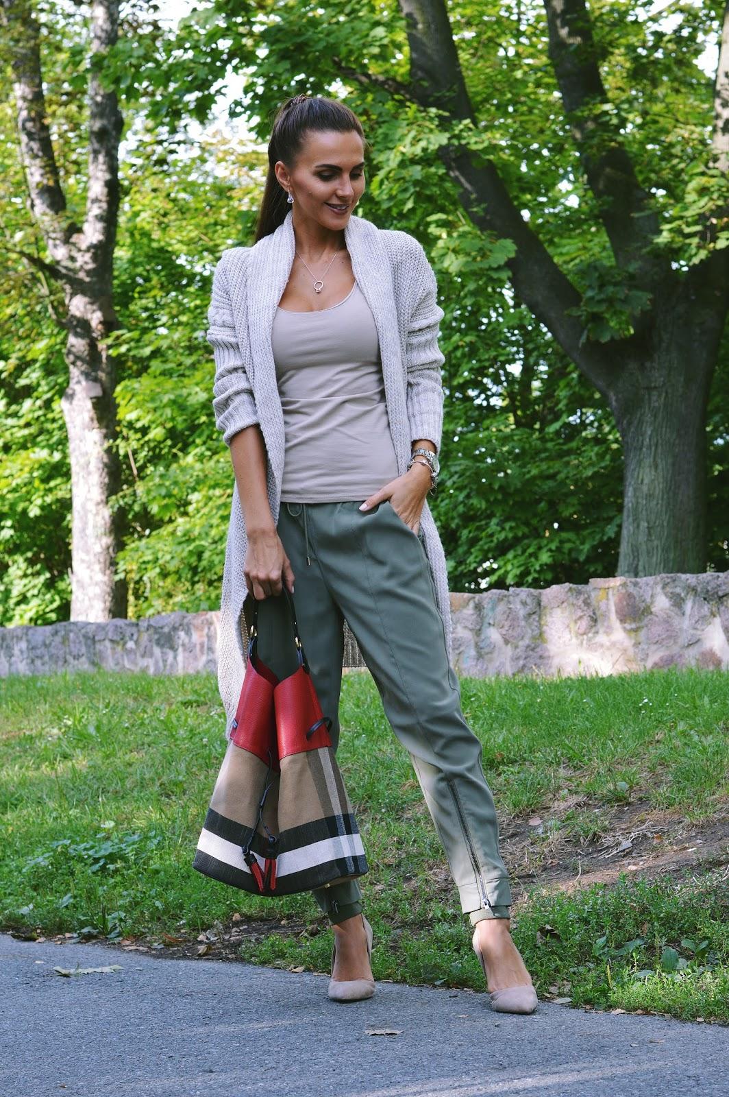 e7a85472e104 Pletené svetry jako oživení každého outfitu