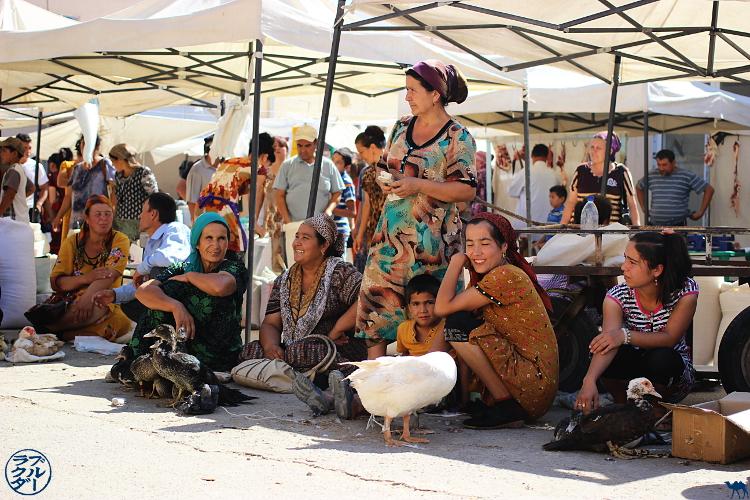 Le Chameau Bleu - Blog Voyage Ouzbékistan - Vendeuse du marché de Khiva