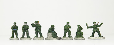 Officers x 2 / Bugler / Radio Operator / Mortar crew x 2 / Throwing grenade: