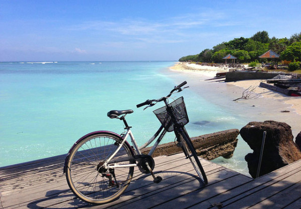 Bersepeda di kawasan wisata Gili Trawangan