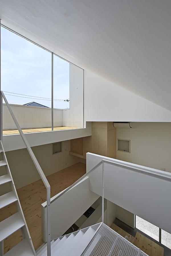 15-A-L-X-Sampei-Junichi-Architecture-Building-that-Envelops-Beauty-www-designstack-co