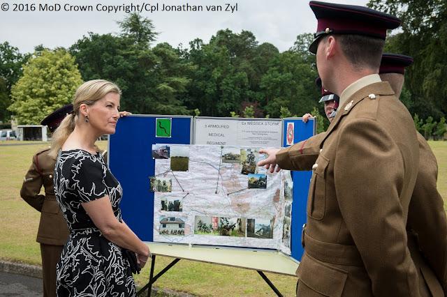 Imperor.net: Новости: аристократия, монархия, luxury, история Графиня Уэссекская на церемонии награждения военных