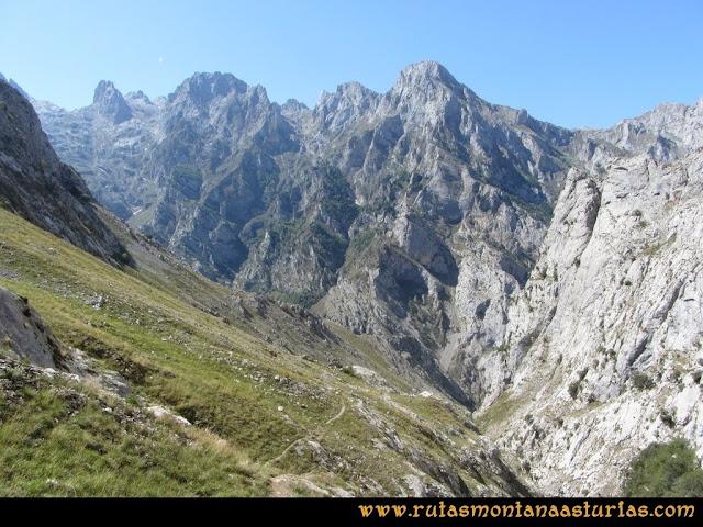 Ruta Cabrones, Torrecerredo, Dobresengos, Caín: Bajando Dobresengos, zona de la fuente