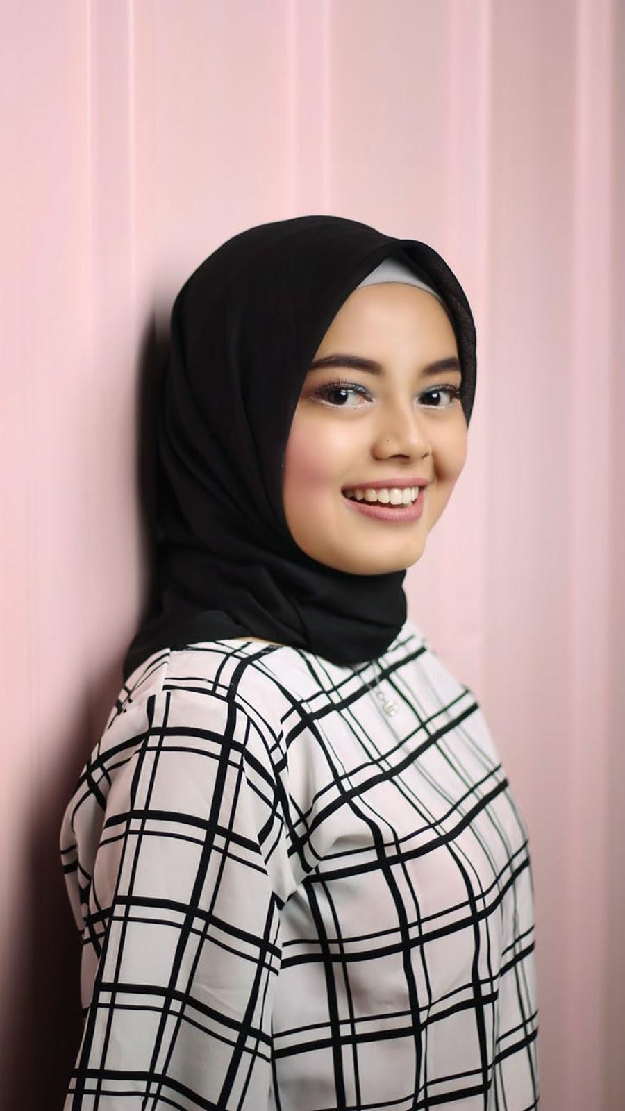 jilbab instan cewek manis dan imut sekali
