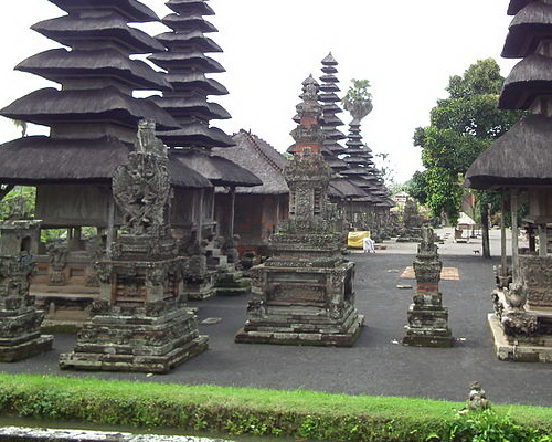 Travel.Tinuku.com Taman Ayun Temple Mengwi a very sacred Balinese Hindu architecture glorify nine gods