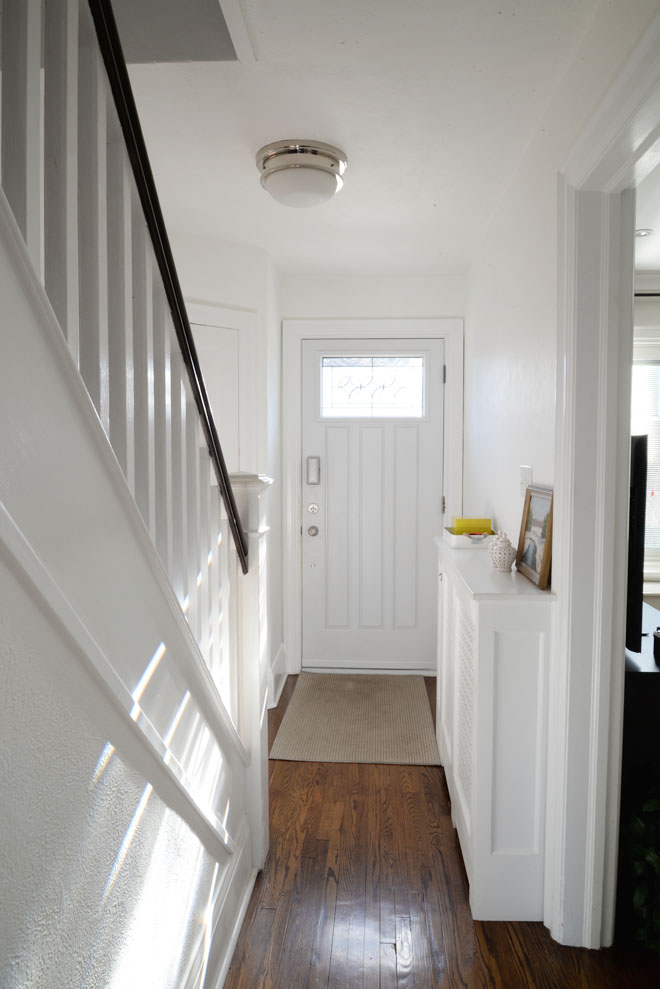 Benjamin Moore Simply White: A Bright White Hallway